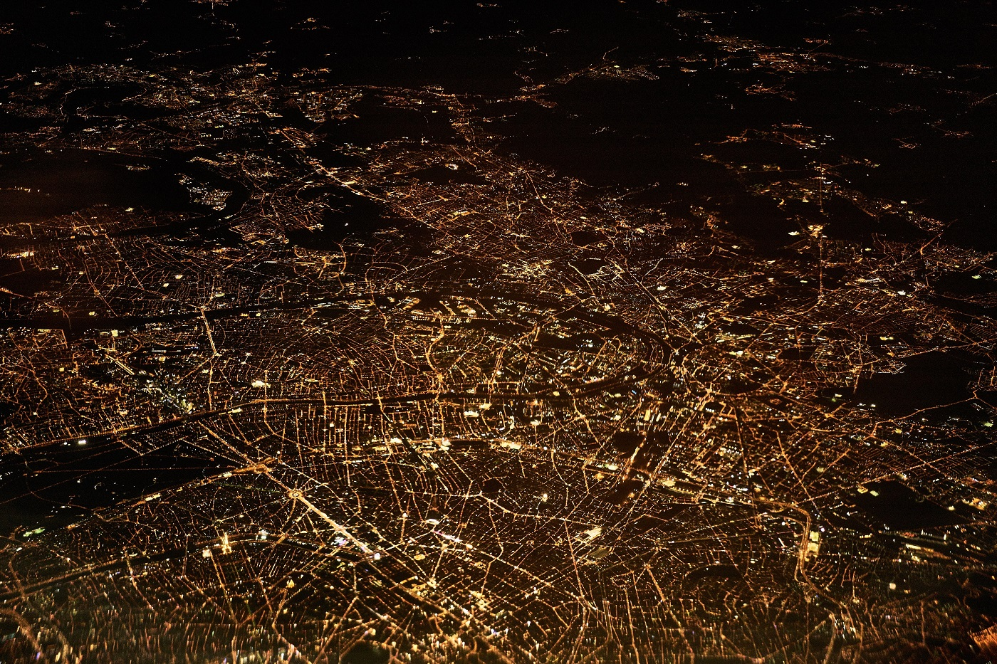 40-61_Pollution lumineuse - dennis-kummer-171041-unsplash